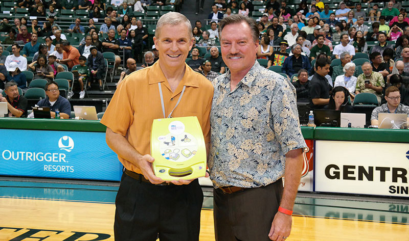 Pali Momi Medical Center Donates Portable Defibrillators to the University of Hawaii Athletics Department