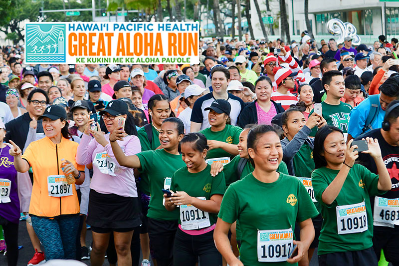group photo from the great aloha run