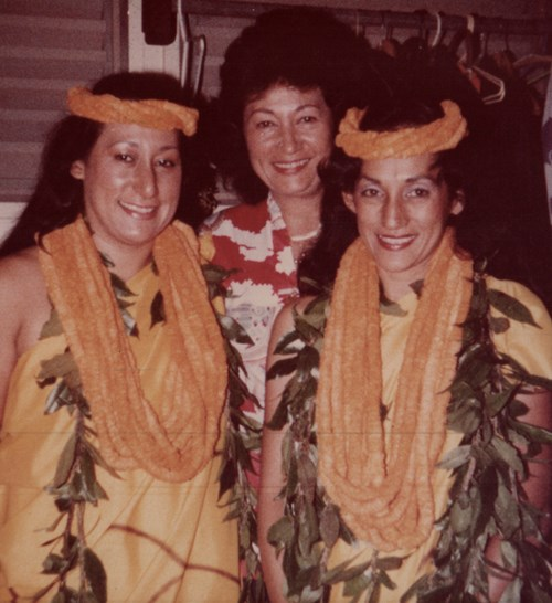 Vicky (right) with her sister, Charlene Uchima, and her mother, Kalei Holt.