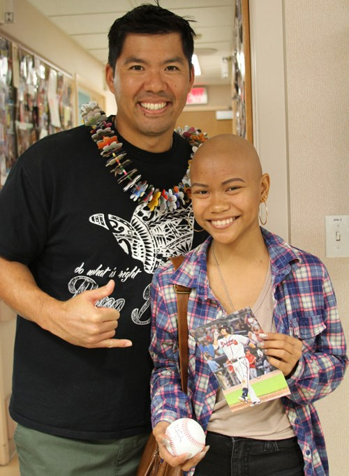 Kurt Suzuki is a major team player! When he and wife Renee are back home in Hawaii, the couple make it a priority to visit patients at Kapiolani.